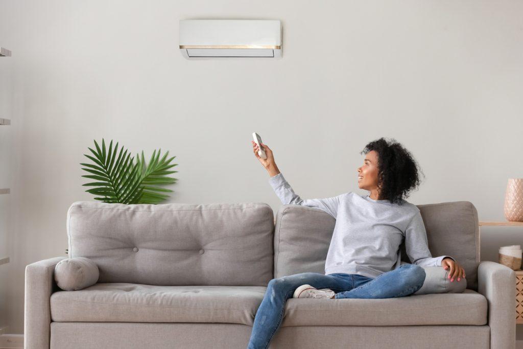 Covid-19: o que é pior, um lugar com janela aberta ou com ar-condicionado?
