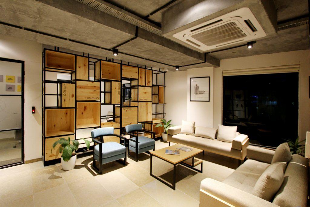 Sala decorada com sistema de ar condicionado